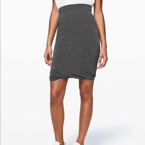 New LULULEMON Boulevard Bliss Skirt Black Gray